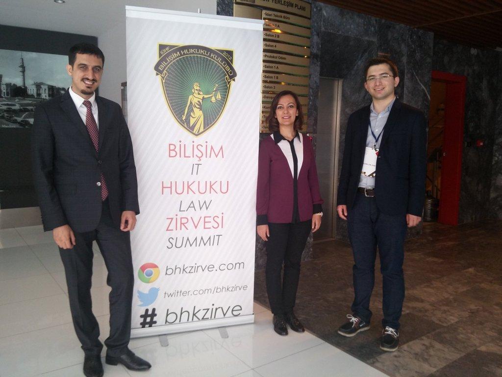 Yıldırım Beyazıt Üniversitesi Hukuk Fakültesi'nden hocalarım Yrd. Doç. Dr. Zeynep DÖNMEZ ve Yrd. Doç. Dr. M. Bedii KAYA ile bir hatıra fotoğrafı.
